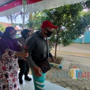 Usia Tak Lagi Muda, Pasutri di Kabupaten Malang Tetap Semangat Vaksin