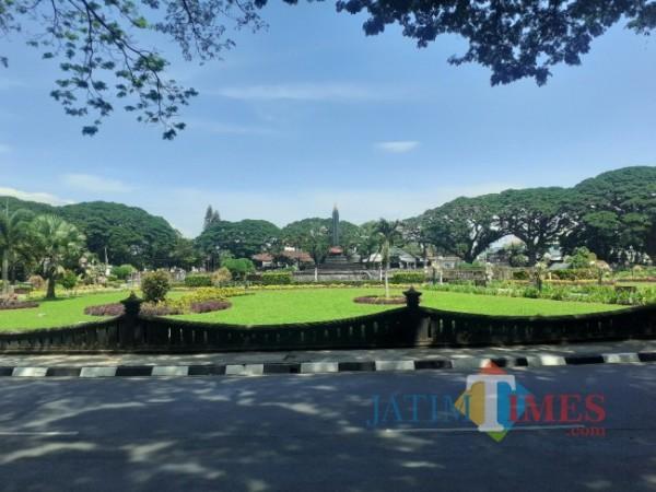 Taman Aun-Alun Tugu Kota Malang. (Arifina Cahyanti Firdausi/MalangTIMES).