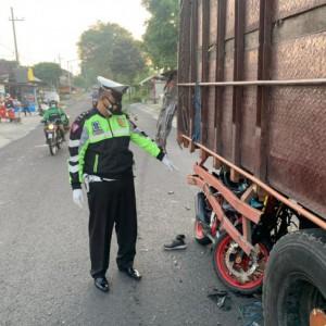 Tabrak Truk yang Sedang Parkir, Remaja di Blitar Tewas