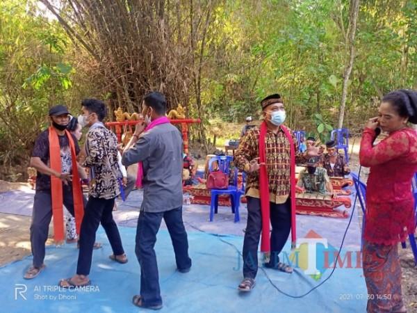 Tradisi nyadran di Sendang Kijing Dusun Gedangan, Desa Kwadungan Lor. (Foto Satria Romadhoni/NgawiTIMES)
