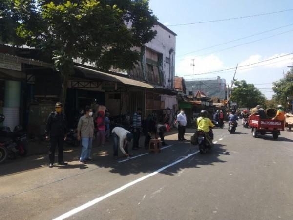 Garis pembatas PKL di kawasan Pasar Kebalen (Ist)