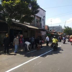 Sering Bikin Kemacetan, Pasar Kebalen Diberi Garis Pembatas PKL Sepanjang 300 Meter