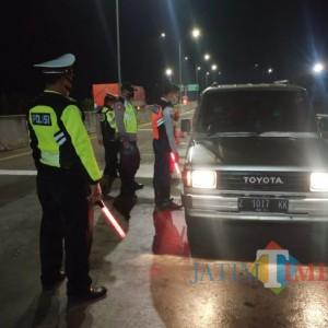 Razia di Exit Tol Ngawi, Puluhan Kendaraan Disuruh Putar Balik