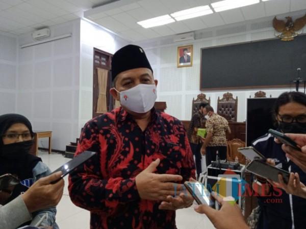 Ketua DPRD Kota Malang I Made Riandiana Kartika saat ditemui awak media di Ruang Sidang DPRD Kota Malang. (Foto: Tubagus Achmad/ MalangTIMES)