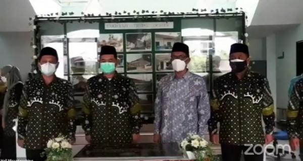 Rektor UIN Maliki Malang, Prof Zainuddin MA (tiga dari kiri) saat akan melaunching Laboratorium dan Museum Pendidikan Islam Indonesia (Ist)