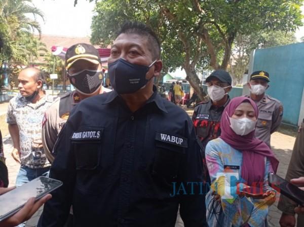 Wabup Malang Didik Gatot Subroto saat ditemui di vaksinasi massal di Kecamatan Pakis (foto: Hendra Saputra/MalangTIMES)