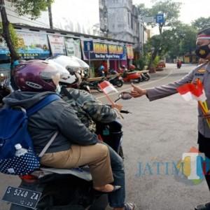 Polisi Ajak Ojol hingga Pengguna Jalan Kibarkan Merah Putih Sebagai Simbol Lawan Pandemi