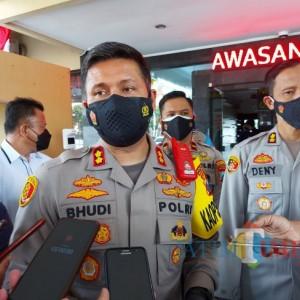 Malam Hari, Polresta Malang Kota Gelar Vaksinasi Door to Door bagi Tunawisma