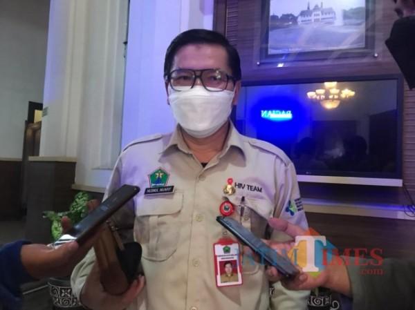 Kepala Dinas Kesehatan Kota Malang dr Husnul Muarif saat ditemui awak media di Balai Kota Malang, Senin (2/8/2021). (Foto: Tubagus Achmad/MalangTIMES)