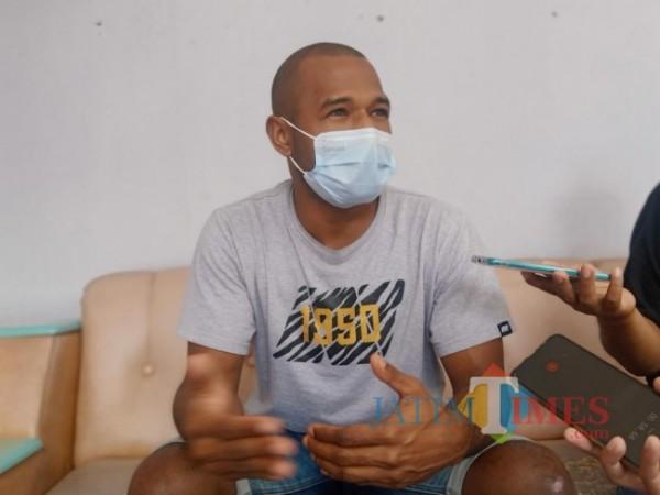 Andri Ibo Kapten Tim Persik Kediri saat memberikan keterangan kepada awak media.(eko arif s/jatimtimes)