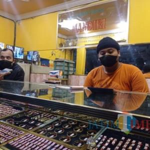 Terekam CCTV, Pasangan Laki-Laki dan Perempuan Curi Gelang Emas di Pasar Gondanglegi
