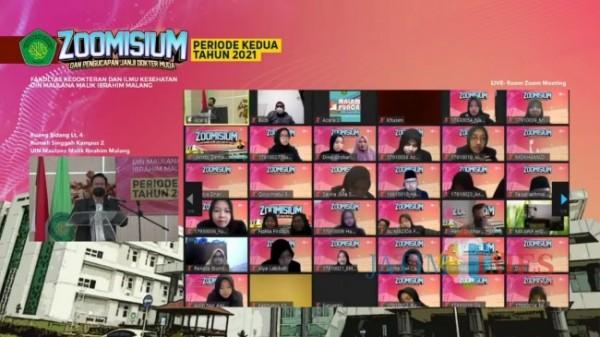 Proses pelaksanaan yudisium dari 102 Mahasiswa FKIK UIN Malang secara daring menggunakan aplikasi zoom dan YouTube, Selasa (3/8/2021). (Foto: Tangkapan layar YouTube Humas FKIK UIN Malang)