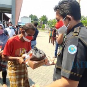 Potret Kegembiraan Pedagang di Jombang saat Menerima Bantuan ketika PPKM Level 4 Diperpanjang