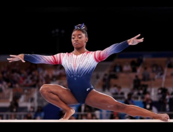 Simone Biles saat tampil di final balok keseimbangan Olimpiade Tokyo 2020, Selasa (3/8/2021). (Foto: Getty Images).