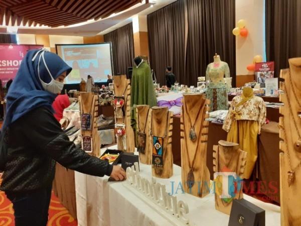 Produk-produk UMKM Kota Malang saat pameran. (Arifina Cahyanti Firdausi/MalangTIMES).