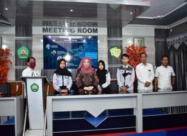 "Dekan FEB UNISMA, Nur Diana (tiga dari kiri) usai mengikuti Webinar Series dengan Tema ""Bedah Emiten PT. Transkon Jaya Tbk (TRJA) bersama Galeri Investasi BEI FEB Unisma"" (Ist)"