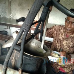 Mengenal Soto 'Ndodok', Warung Kuliner Jadul di Turen Malang