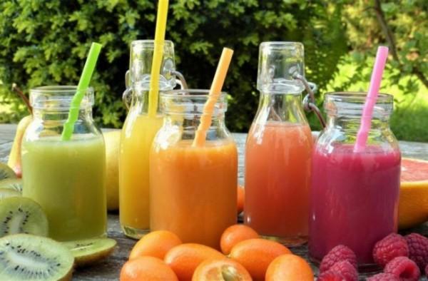 Ilustrasi jus buah dan sayuran (guideku)
