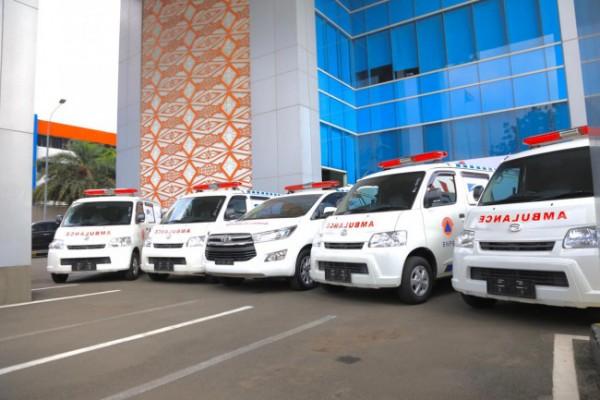 Penyerahan lima unit mobil ambulans dari Grup Astra