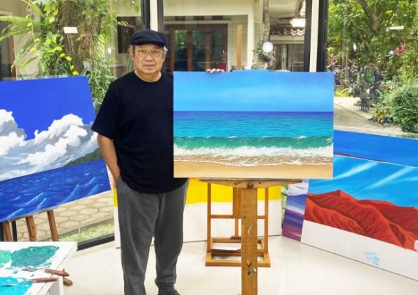 Potret SBY dengan lukisannya 'Debur Ombak di Pantai Pacitan'. (Foto: Twitter @jansen_jsp).
