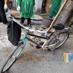 Pria Paruh Baya Tanpa Identitas di Tulungagung Meninggal Mendadak Setelah Jatuh dari Sepeda Pancalnya