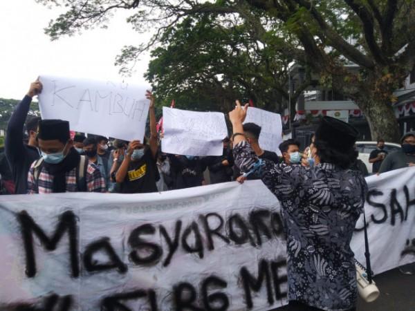 Aliansi Rakyat Tertindas yang tengah melakukan aksi protesnya terkait PPKM (Ist)