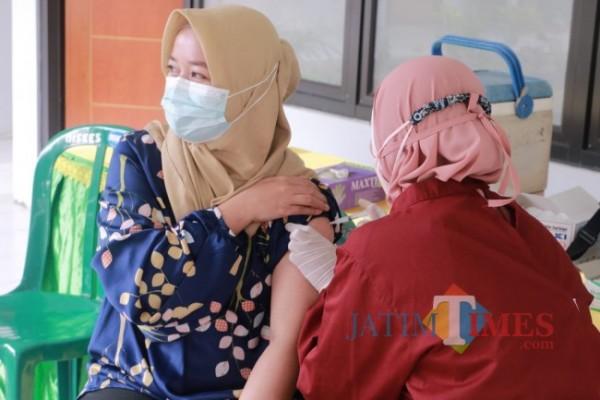 Serbuan vaksinasi tahap 2 yang digelar Puslatpurmar-4 Purboyo, Senin (9/8/2021) (Foto: Riski Wijaya/MalangTIMES).