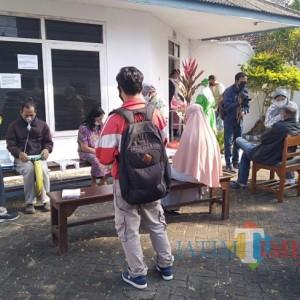 Kembali Buka, Praktik Dokter Tiwi Langsung Diserbu Pasien