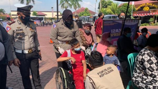 Kasatlantas Polres Malang, AKP Agung Fitransyah dalam vaksinasi yang digelar di Mapolres Malang, Selasa (10/9/2021)