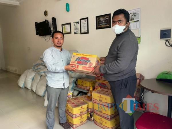Paket sembako dari Anggota DPR RI Hasanuddin Wahid untuk program Rumah Ibadah Bergerak. (Foto: Dokumentasi JatimTIMES).
