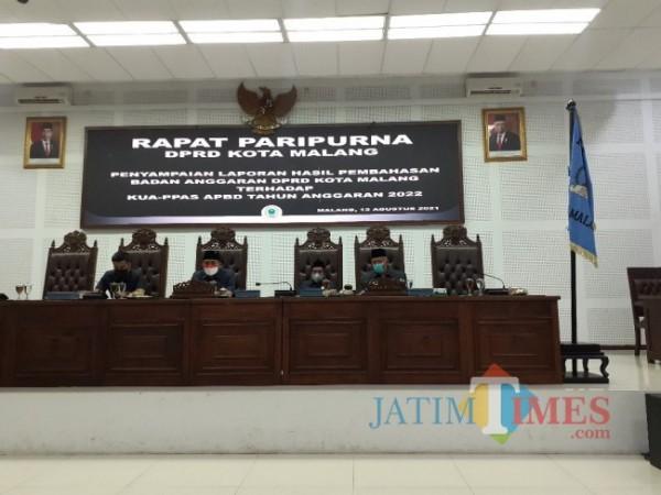 Rapat Paripurna di Ruang Sidang DPRD Kota Malang, Kamis (12/8/2021). (Arifina Cahyanti Firdausi/MalangTIMES).