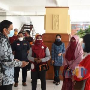 Berbagi untuk Warga Isoman, Wali Kota Kediri Apresiasi UKM/IKM Kota Kediri