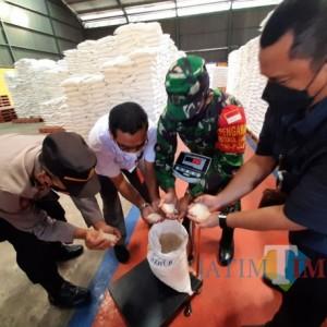 54 Ribu Lebih KPM di Kediri Terima Bantuan Beras PPKM Tahap 2