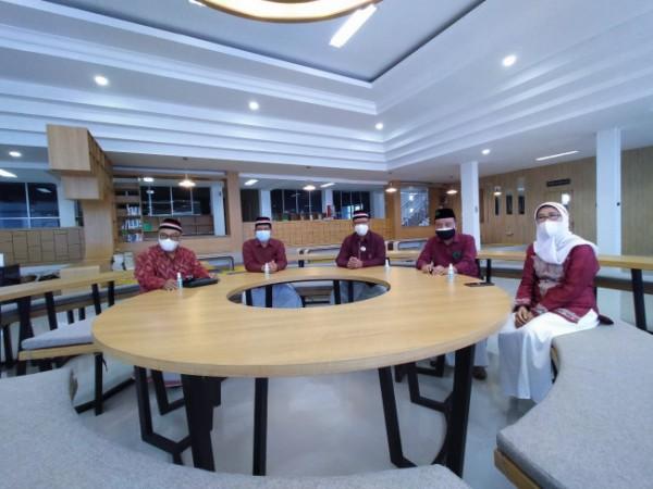 Rektor Unisma dan segenap jajaran dalam Talkshow Unismaku JAMPI bahas MBKM (Ist)