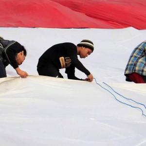 Tanpa Kirab, Pemkot Kediri Kibarkan Merah Putih Raksasa di Gunung Klotok