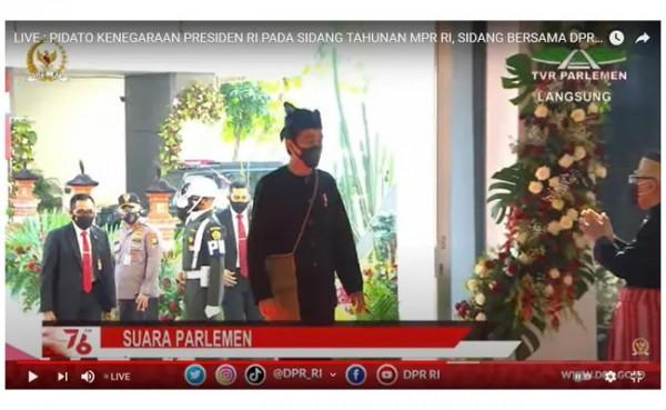 Presiden Joko Widodo saat tiba di gedung DPR-MPR dengan baju adat Baduy. (Foto: YouTube Sekretariat Presiden)