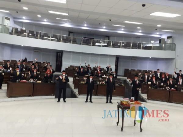 Suasana Rapat Paripurna dengar Pidato Kenegaraan Presiden RI Joko Widodo di Ruang Sidang Paripurna DPRD Kota Malang, Senin (16/8/2021). (Arifina Cahyanti Firdausi/MalangTIMES).