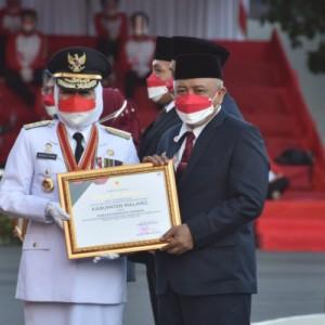 Dinilai Mampu Bina Koperasi, Bupati Malang Dapat Penghargaan Dari Gubernur Jatim