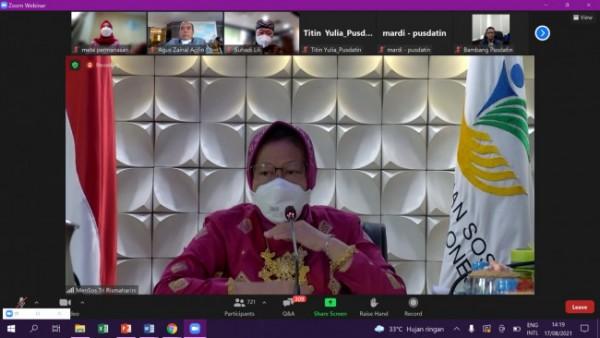 Menteri Sosial RI, Tri Rismaharini dalam acara Sosialisasi Virtual Aplikasi Cek Bansos yang digelar secara virtual (17/8/2021)