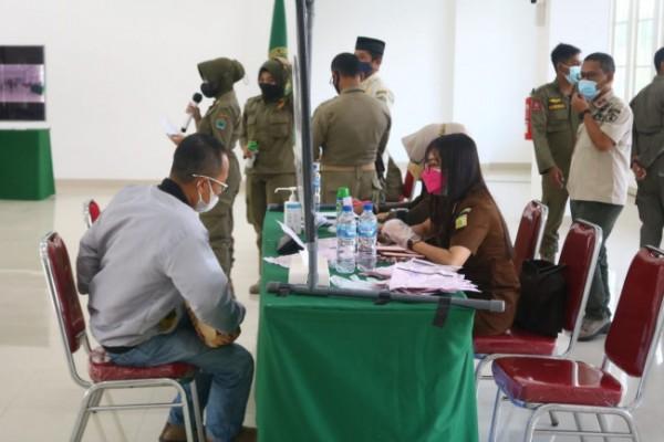 Suasana sidang tipiring bagi pelaku usaha yang melanggar aturan PPKM Level 4 di Kota Malang, di Mini Block Office, Rabu (18/8/2021). (Foto: Istimewa).