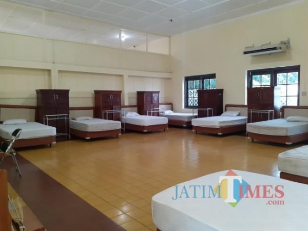 Bed untuk pasien Covid-19 di safe house Jl Kawi Kota Malang. (Foto: Arifina Cahyanti Firdausi/ MalangTIMES).
