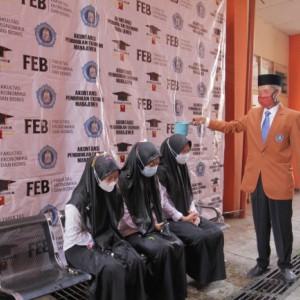 215 Mahasiswa Yudisium, FEB Unikama Jaga Tradisi Prosesi Siraman