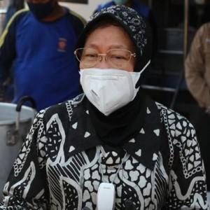Cerita Risma saat Manggul Beras demi Warga Miskin di Surabaya
