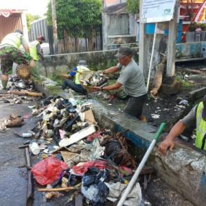 Lagi, Ini Temuan Satgas Saat Normalisasi Saluran Drainase, Dinas PU Kota Malang Minta Masyarakat Sadar Lingkungan