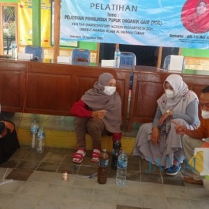 Peduli Limbah Lingkungan, Petani dan Peternak Desa Tawaran Diberikan Pelatihan POC