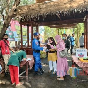 Polresta Banyuwangi Gelar Program Serbuan Vaksinasi bagi Nelayan