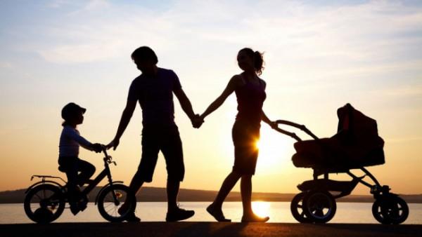 Ilustrasi parenting orang tua terhadap anak (Prenagen)