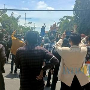 Demo Pemkab, Mahasiswa Minta Bupati Adili Camat Batang-Batang