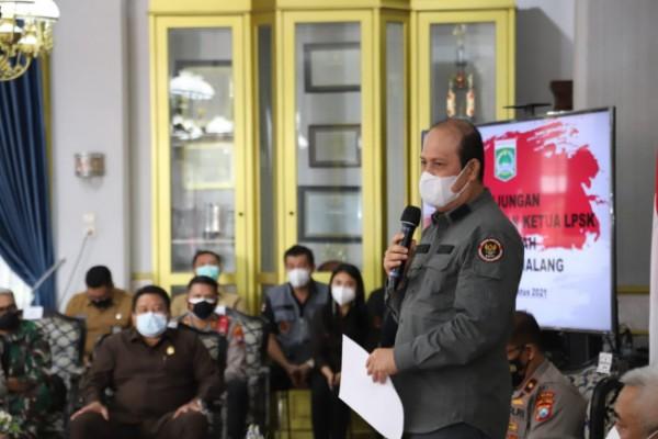 Kepala BNPT Komjen Pol. Boy Rafli Amar saat menyampaikan paparannya di Pendopo Agung Kabupaten Malang.(Foto: Istimewa)