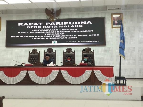 Rapat paripurna DPRD Kota Malang soal Penyampaian Laporan Hasil Pembahasan Badan Anggaran (Banggar) terhadap Perubahan KUA-PPAS APBD Tahun Anggaran 2021, Selasa (24/8/2021). (Arifina Cahyanti Firdausi/MalangTIMES).